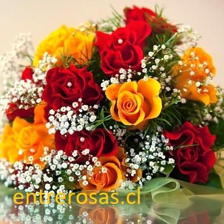 RAMO  DE ROSAS DE COLORES ROJO Y DAMASCO : AR012